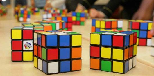 Le cube de Rubik a 43.252.003.274.489.856.000 configurations possibles !