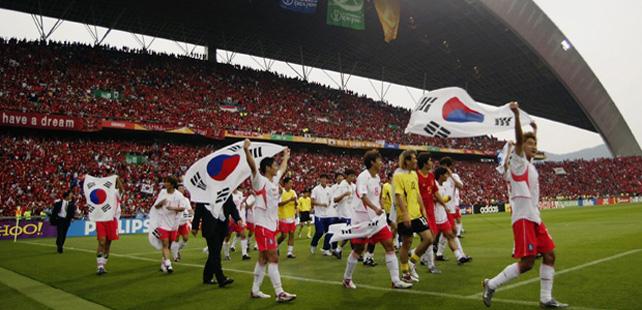 Durant la coupe du monde de football de 2002 un fan sud cor en s 39 est immol par le feu pour - Coupe du monde de foot 2002 ...