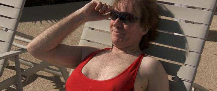Un parieur a gagné 100 000 dollars pour avoir fait poser des implants mammaires durant une année !