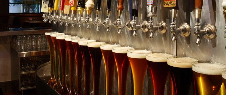 Un ex-premier ministre australien a détenu le record mondial de descente de bière !