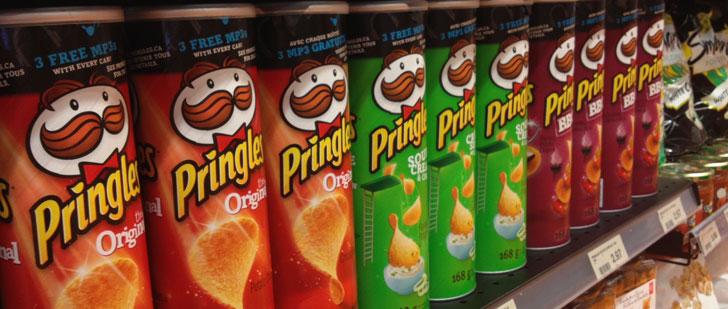 Les cendres du concepteur des paquets de Pringles ont été inhumées dans l'un de ces derniers !