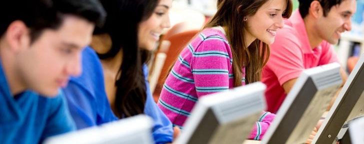 Les étudiants utilisent Facebook pour réviser en groupe