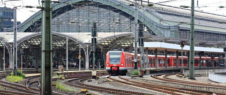Le saviez-vous?1500 travailleurs chinois ont construit un chemin de fer pour une nouvelle gare en seulement 9 heures ! Chemin-de-fer