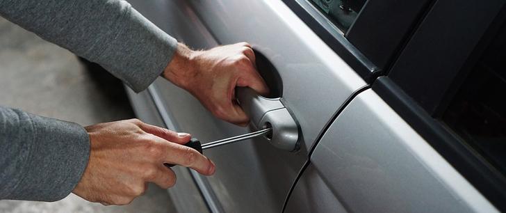 En Afrique du Sud, il est légal d'installer des lances-flammes sur les côtés de sa voiture pour éloigner les voleurs !