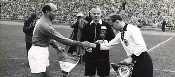 Les anglais et les français étaient les premiers à échanger leurs maillots à la fin d'un match de foot