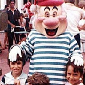 Un couple a découvert une photo d'eux à Disneyland 17ans avant de se rencontrer !