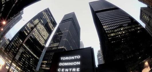 Un avocat est mort en essayant de prouver à ses étudiants que les vitres d'un gratte-ciel étaient incassables !