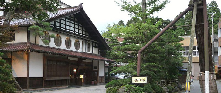 Le saviez-vous ? Le plus vieil hôtel au monde a ouvert il y a 1305 ans au Japon ! Hotel-japon