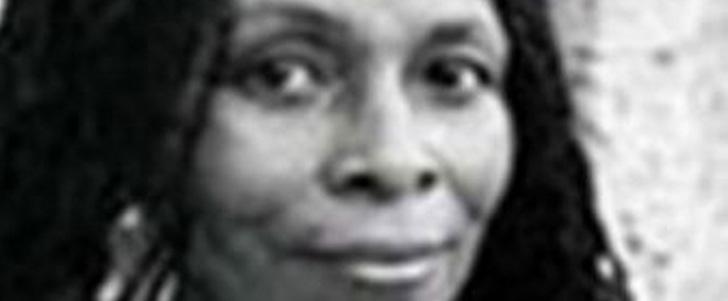 La tante de 2Pac est la femme la recherchée par le FBI !