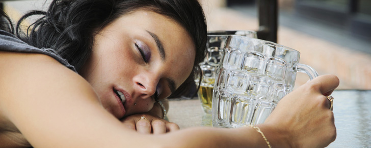 Les personnes aux yeux bleus ont tendance à avoir une tolérance plus élevée à l'alcool !