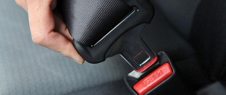Il est illégal de porter une ceinture de sécurité sur certaines routes estoniennes pour des raisons de sécurité !