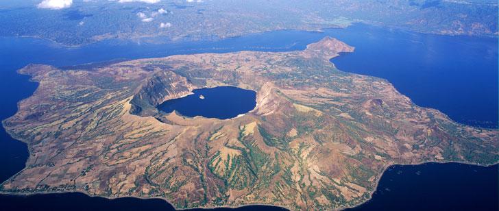 Aux Philippines, il existe une île dans un lac dans une île dans un lac !