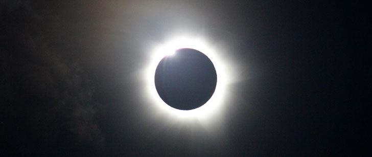 La lune est 400 fois plus petite que le soleil et 400 fois plus proche de la Terre !