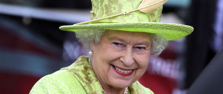 La reine d'Angleterre n'a pas de passeport !