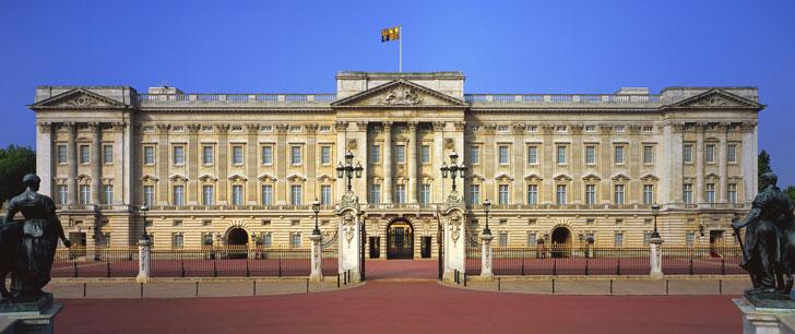 Un garçon de 14 ans a pénétré dans le palais de Buckingham et a volé des sous-vêtements de la Reine !
