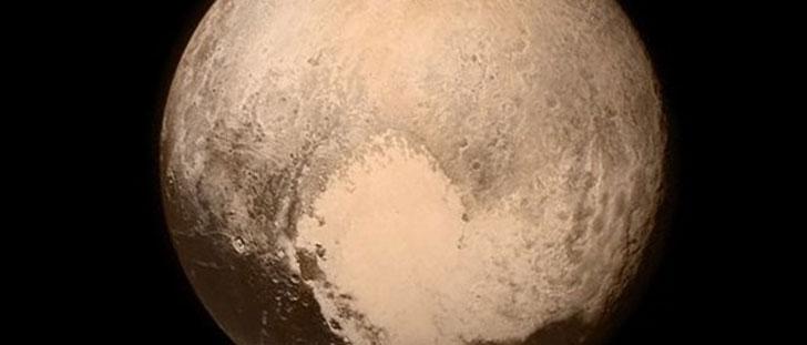 La sonde spatiale New Horizons a réussi à survoler Pluton !