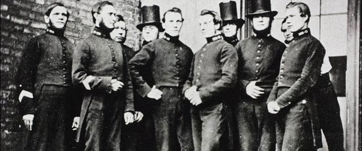 Le saviez-vous ? Dans les années 1860, les policiers britanniques avaient le droit d'examiner les parties intimes de n'importe quelle femme ! Grande-bretagne-police1