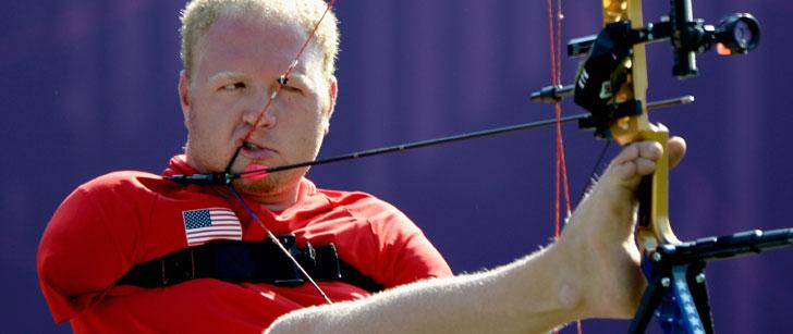 Le détenteur du record du monde de tir à l'arc n'a pas de bras !