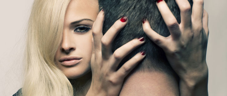 Une étude psychologique révèle que le rouge renforce l'attrait des hommes pour les femmes !