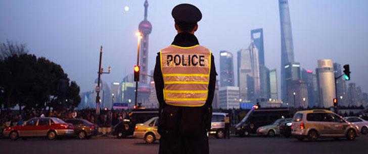 A Shanghai, si vous enfreignez le code de la route vous serez punis par la lecture du journal !