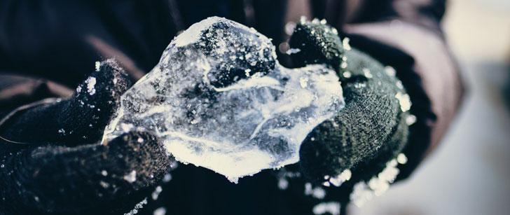 Notre température corporelle baisse quand nous regardons d'autres personnes mettant leurs mains dans l'eau froide !