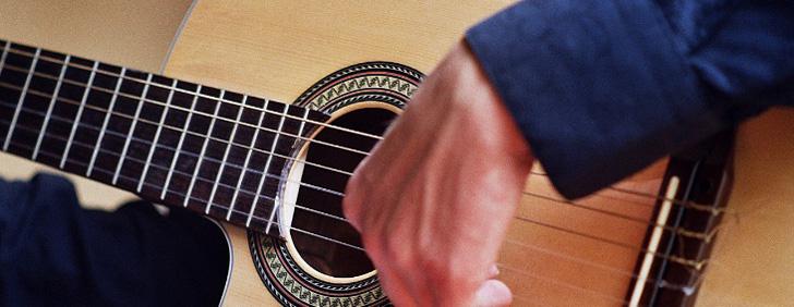 Apprendre la guitare pour profiter des bienfaits de la musicothérapie