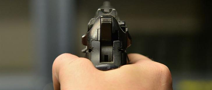 Aux Etats-Unis, une femme a tiré sur son compagnon à cause de ses ronflements !