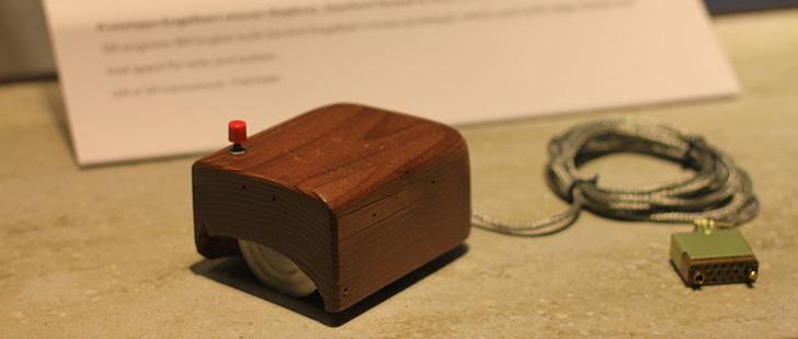 Le saviez-vous ? La première souris d'ordinateur était en bois ! Premiere-souris-histoire